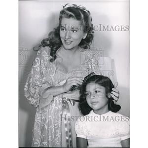 1954 Press Photo Joan Fontaine and Martita in Casanovas Big Night