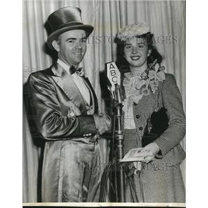 1945 Press Photo Johnny Olson & Virginia Legacy In Ladies Be Seated