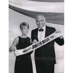 1968 Press Photo Lorne Greene & Joanie Sommers at America's Junior Miss Pageant
