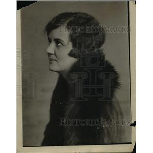 1925 Press Photo Virginia Swain writer for NEA  - nee86150