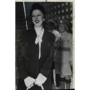 1941 Wire Photo Madame Lupescu lands in Bermuda with Carol came separately