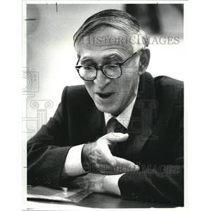 1983 Press Photo Aaron Klug, Nobel Laureate at Case Western Reserve University