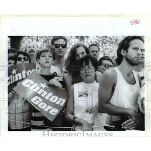 1992 Press Photo Onlookers at Bill Clinton's Northwest visit Spokane
