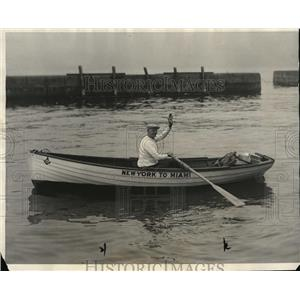 1927 Press Photo Charles Seilito sets out to row 1500 miles to Miami from NY