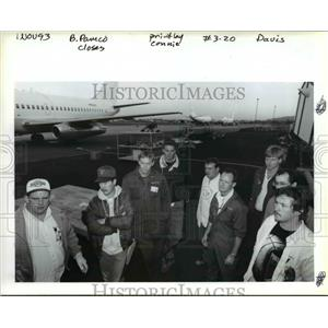 1994 Press Photo Workers at the Pacific Aircraft Maintenance Corporation