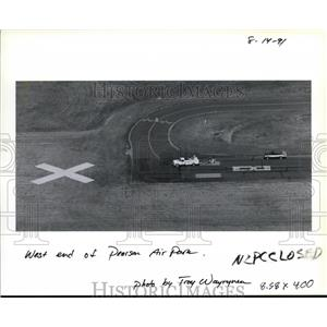 1991 Press Photo Crews placed large yellow Xs at Pearson Air Park in Vancouver