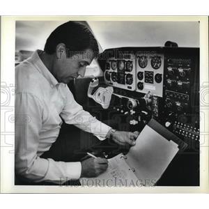 1980 Press Photo Denny Smith in cockpit of his airplane - ora80467