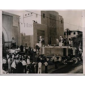 1936 Press Photo World's Biggest Lens Worth $2 Million Dollars for Telescope