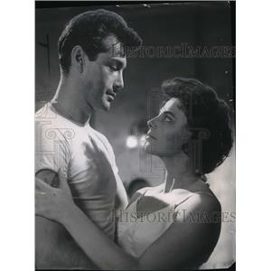 1957 Press Photo Rick Jason and Joan Collins in The Wayward Run - orx03203