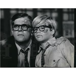 1965 Press Photo Ruth White and Nan Martin  - orx02072