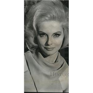 1965 Press Photo Virna Lisi In How To Murder Your Wife  - orx00827