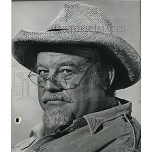 1962 Press Photo Burl Ives wearing a hat and an eyeglass  - orx00782