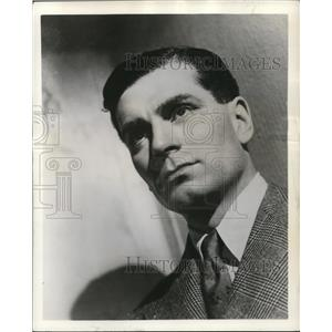 "1948 Press Photo Laurence Olivier starring in ABC's  ""Journey Into Fear"""