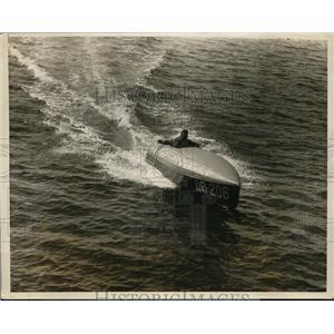 1928 Press Photo Bob Titman drives Spencer Special on Boston Bay in boat race