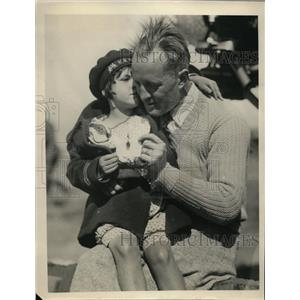1929 Press Photo Pacific Pilot Ernie Smith with Sally Hutchinson - ney00213