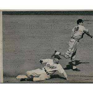 1940 Press Photo Babe Phelps of Dodgers safe at 2nd vs Jim Brown of Cardinals