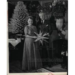 1957 Press Photo Mr & Mrs R Henry Norweb - cvp77479