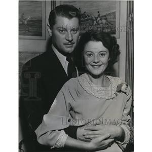 1934 Press Photo Actor Ralph Forbes with Bridge Heather Angel - cvp78130