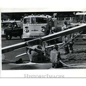 1993 Press Photo Spokane firefighters watch over plane at Felts Field