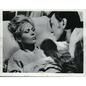1967 Press Photo Kim Novak & Laurence Harvey in Of Human Bondage - cvp80661