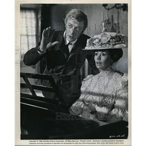 1966 Press Photo Michael Caine, Nanette Newman in The Wrong Box - cvp74841
