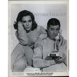 1966 Press Photo Mary Ann Mobley and Jerry Lewis in Three on a Couch - cvp80099