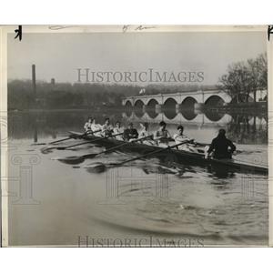 1929 Press Photo Pennsylvania U crew on Schuykill River at practice - nes44854