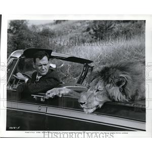 1966 Press Photo Tony Randall & Fluffy in Fluffy - cvp80434