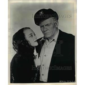 1957 Press Photo Charles Bickford and Jan Sterling in Clipper Ship - cvp77211