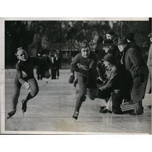 1938 Press Photo 220 yard speed skate in Wisconsin Roger Moisman, Bud Sprosty