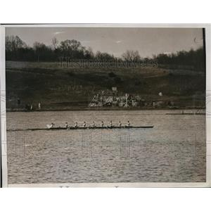 1934 Press Photo Navy crew on Severn River at Annapolis Maryland - nes45077