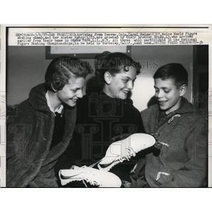 1957 Press Photo Skater Carol Heiss sister Nancy & brother Burke in San Fran CA