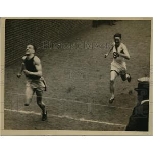 1926 Press Photo Captain Ray Wolfe of U of PA track team in 1/4 mile relay