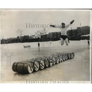 1931 Press Photo Carl Milno ice skate barrel jumper at NY carnival