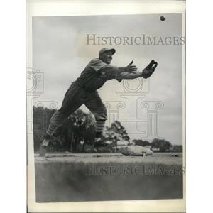 1934 Press Photo Edward A Delker Cardinal's infielder at spring training