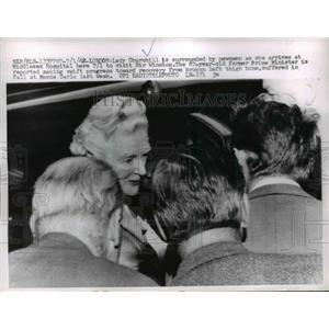 1962 Press Photo Lady Churchill surrounded by newman at Middlesex Hospital