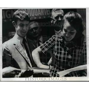 1968 Press Photo Julie Nixon & David Eisenhower cut the ribbon of Nixon Quarters