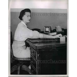 1954 Press Photo Office Secretary band keeps blouse down under  - nee91341