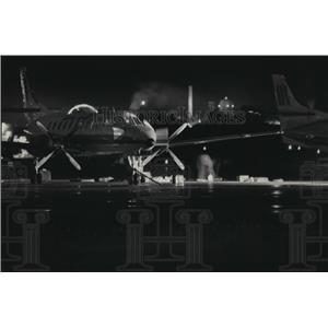 1985 Press Photo Cincinnati-bound Comair plane at Mitchell Field searched