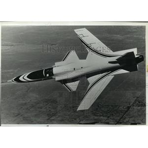 1990 Press Photo The X-29 research aircraft on test flight - mja01709