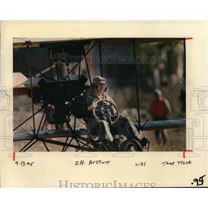 1995 Press Photo Tom Murphy stunt - ora64380
