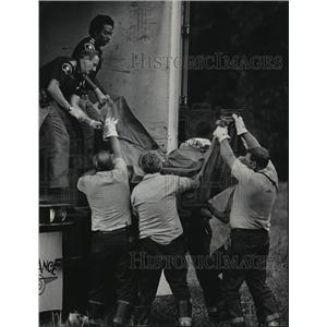 1985 Press Photo Midwest Express Airlines crash casualties - mja06811