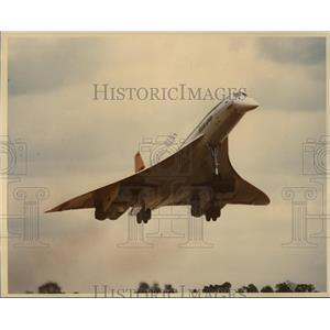 1976 Press Photo Concorde Jet plane taking off - mja07611