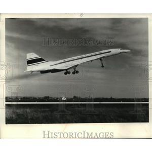1972 Press Photo Concorde prototype takes off during test flight - mja04208