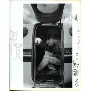 1994 Press Photo Airline pilot takes notes - ora98520