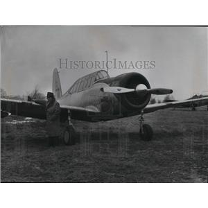 1953 Press Photo BT-13 being examined by Harland Webster - mja04238