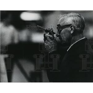 1970 Press Photo Supervisor Edward W Lane of O'Hare cargo handling operations