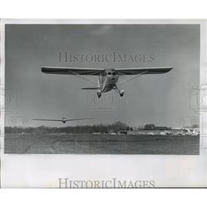 1967 Press Photo Sailplanes out at West Bend airport for regional championships