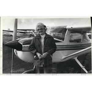 1992 Press Photo Missed flying Pat Smith, who has two corneal transplants says