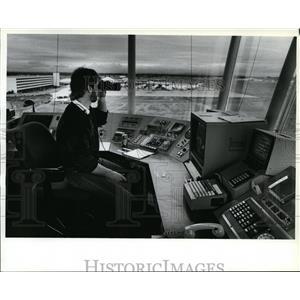 1988 Press Photo Bob Norman at Spokane International Airport Control Tower